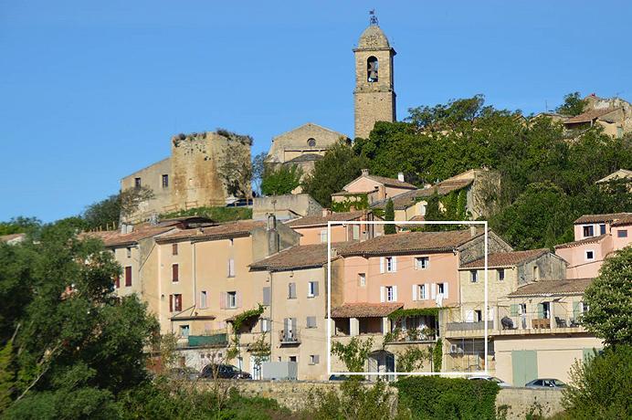 grande maison de village rénovée avec tour de garde médiéval, gîte indépendant,