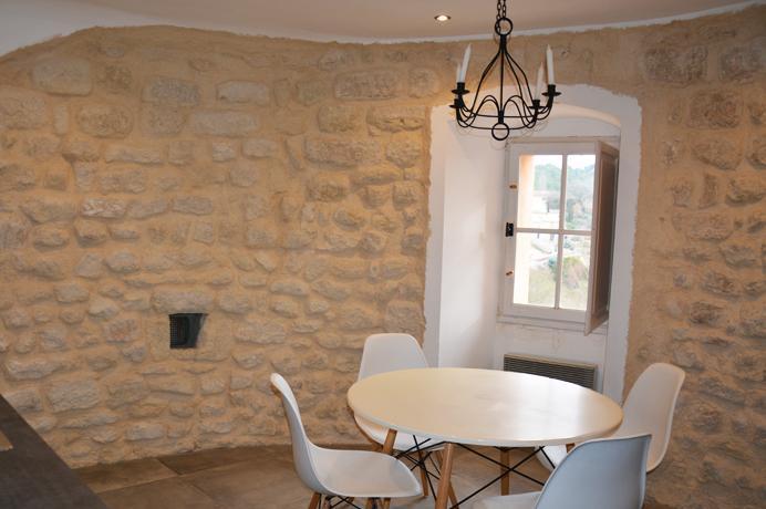 grote dorpswoning kopen in Provençaals dorp met terras en zicht op de Mont Ventoux