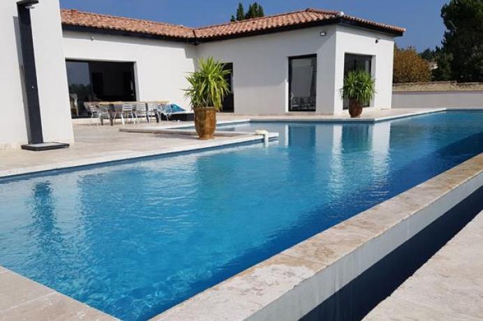 vacances d'été en Provence, Mont Vnetoux, Luberon; maison de luxe, gîte pour 8 personnes, 4 chambres avec clime