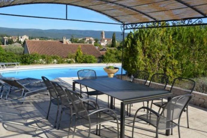 Provence, location d'une maison de vacances  pour 8 personnes avec une piscine privée et une belle vue