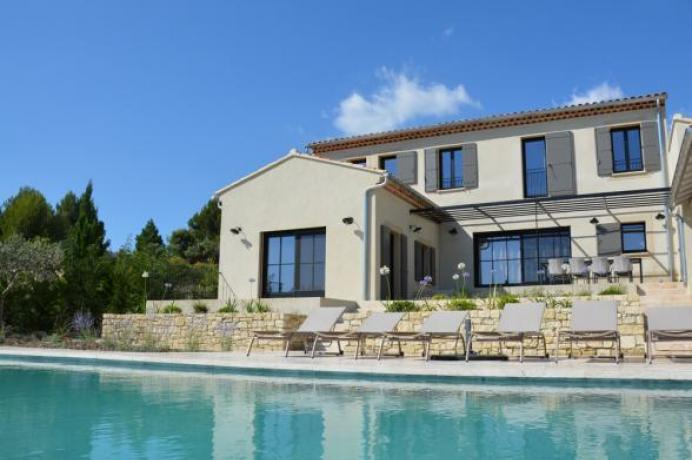 villa haut de gamme avec piscine infinity et climatisation pour 8 personnes à louer en Provence