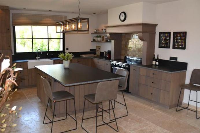 villa climatisée avec piscine infinity à louer en Provence