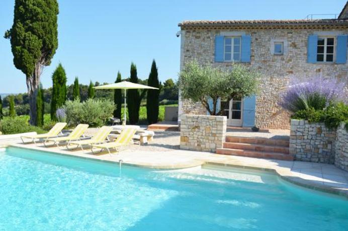 villa avec piscine à louer séjour au calme
