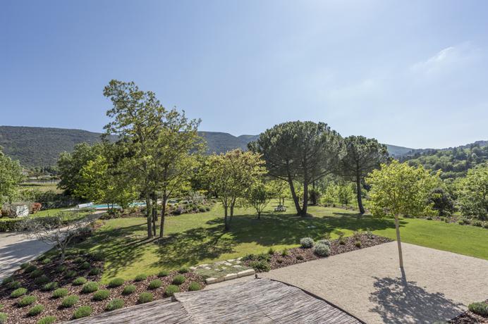 vakantiehuis huren voor 10 personen in Provence met zeer grote tuin en zwembad
