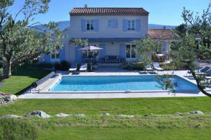 vakantiehuis huren in de Provence tussen de wijngaarden let zicht op de Mont Ventoux