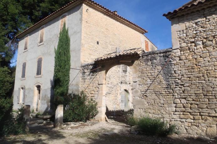 aankoop vastgoed in Provence, kasteeldomein kopen met groot park met vijver regio Mont Ventoux