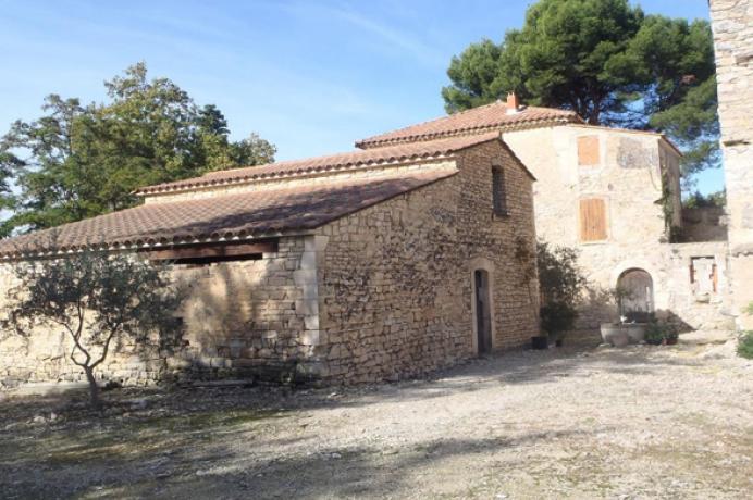 vastgoed kopen en huren in de Provence via erkend kantoor, grote, te renoveren bastide met zeer grote tuin met vijver