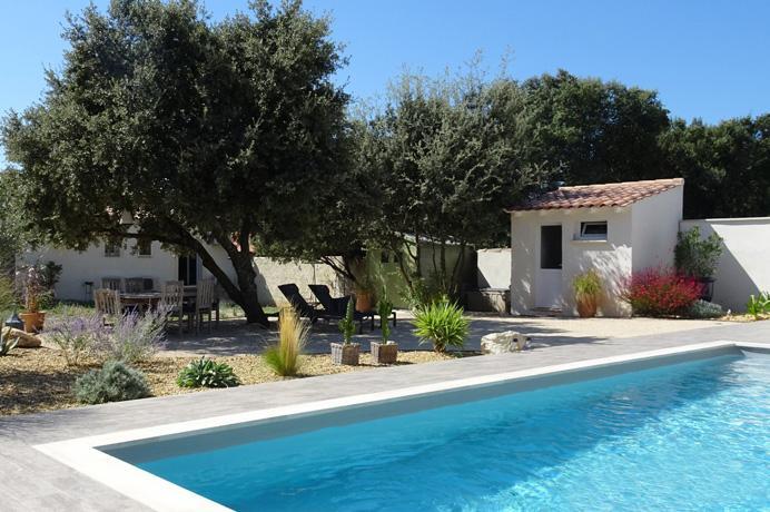 vastgoed kopen in de Provence bij erkend Vlaams makelaar, luxe villa met zwembad