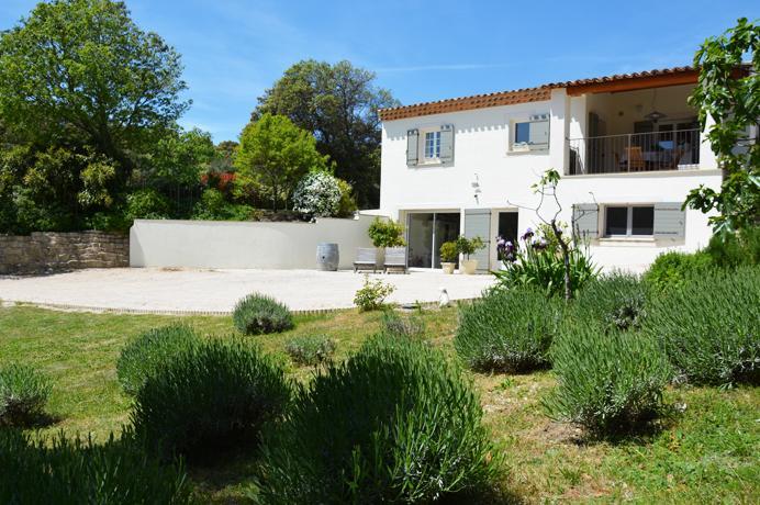 prachtige villa kopen met grote tuin en wijngaard in de Provence aan de Mont Ventoux