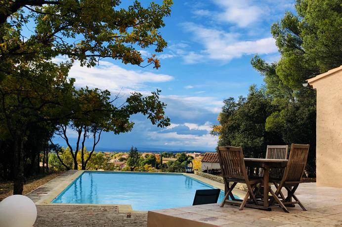 ruime villa te koop met zwembad en extra bouwgrond in het hart van de Provence, Ventoux immo Provence