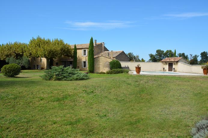 luxe villa kopen in Zuid-Frankrijk, Provence regio Luberon met zeer grote tuin met zwembad en prachtig uitzicht