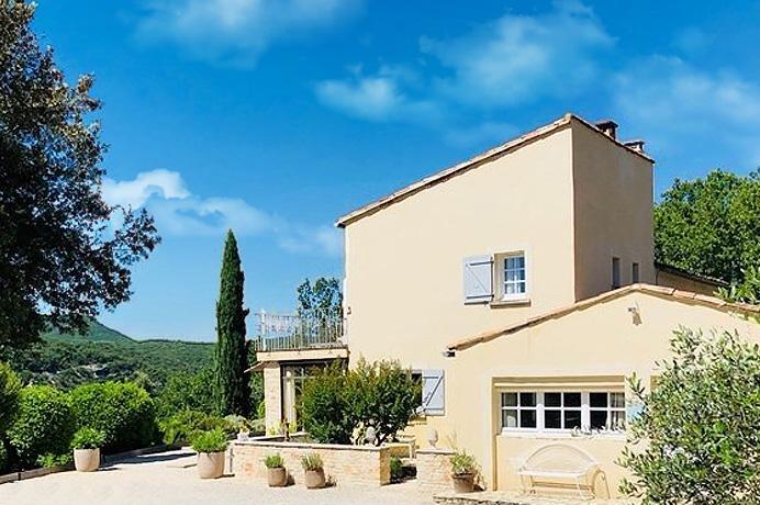 luxe villa kopen in de Provence Gard met grote tuin en zwembad