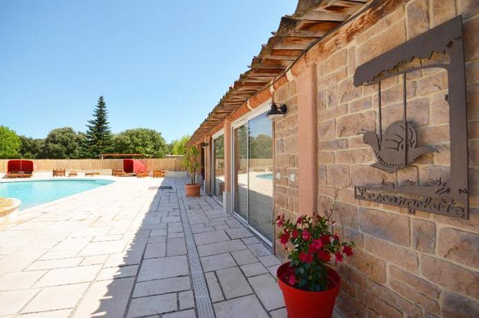 grote villa kopen in de Provence met extra bouwgrond, groot zwembad en poolhouse