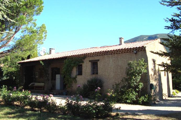 for sale villa with three bedrooms, garden, swimming pool