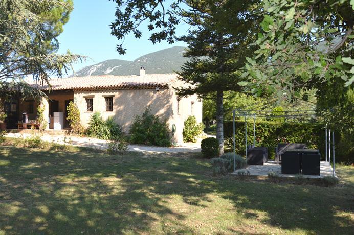 investeren in de Provence, aankoop villa met grote tuin en zwembad in Luberon