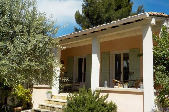 Ventoux Immo Provence, villa kopen met tuin en zwembad en aparte studio