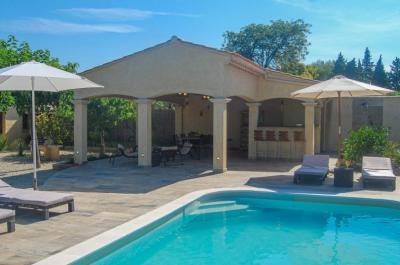 location gîte pour 8 personnes avec piscine chauffée, cuisine extérieure et vue panoramique sur le Mont Ventoux