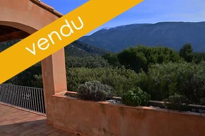 maison à vendre avec jardin privatif de 845 m², grande piscine commune et vue panoramique sur le Mont Ventoux