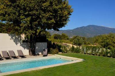 location gîte avec piscine et vue panoramique sur le Mont Ventoux
