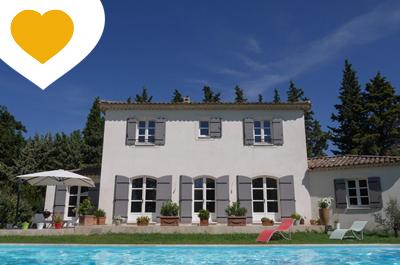 villa moderne à vendre avec piscine et jardin clos, au calme à 10 minutes en voiture du centre historique d'Avignon et de la gare TGV