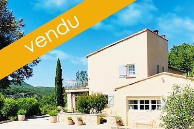 villa de luxe a vendre Gard, Uzès située sur un terrain de 1,4 ha avec piscine et belle vue panoramique