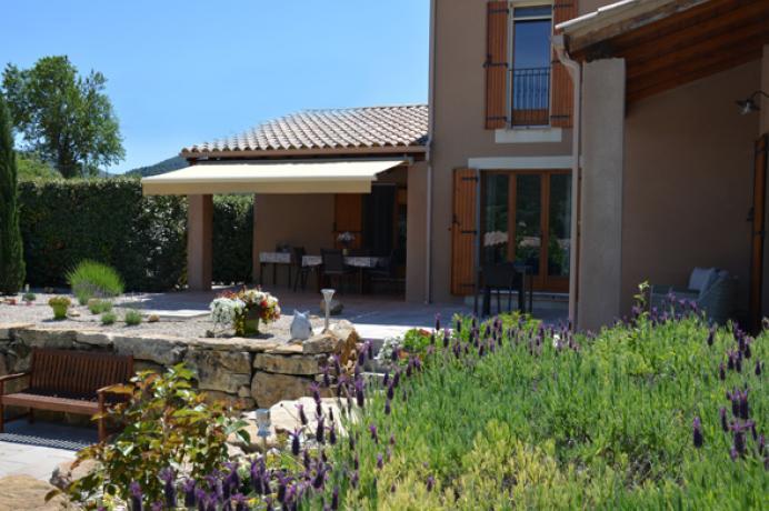 louer une villa de luxe en Provence pour 8 personnes avec vue sur le Mont Ventoux, climatisation et piscine chauffée