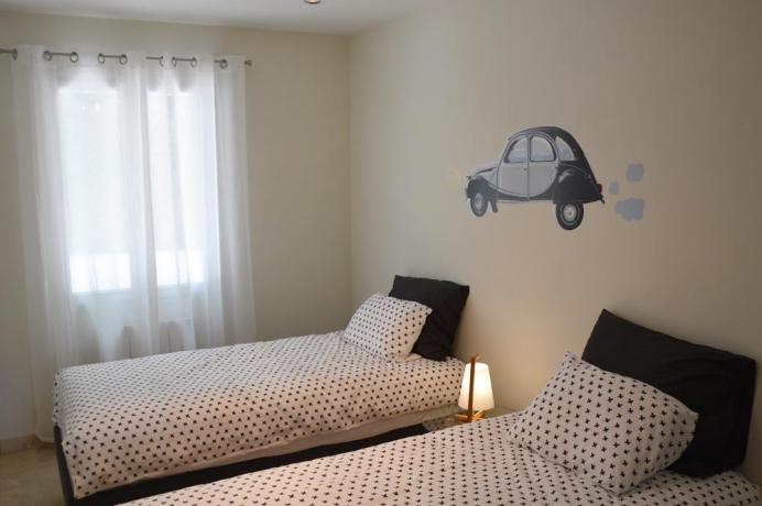 villa de luxe en location, gîte pour 6 personnes avec piscine et climatisation dans les chambres