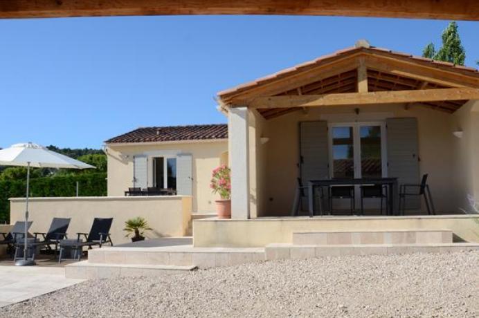 location villa de haute gamme, située au calme pour 6 personnes avec piscine privée et clime