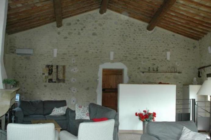 Provence, gîte à louer pour 10 personnes, 5 chambres, 5 salles d'eau, piscine chauffée, climatisation