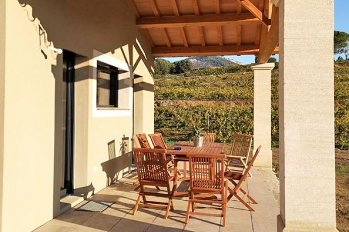 location saisonnière, louer une maison de vacances pour 10 personnes avec piscine chauffée, climatisation et belle vue