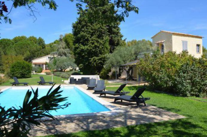 villa voor 14 personen met zwembad te huur in Carpentras