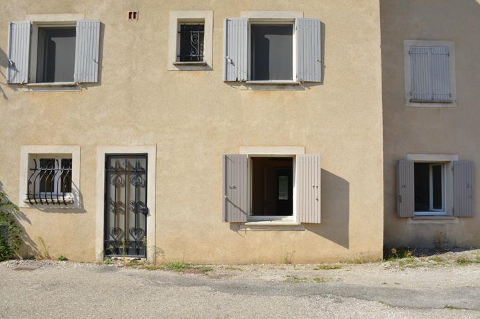 à vendre local commercial avec un appartement à rénover au centre ville , Provence, Vaucluse