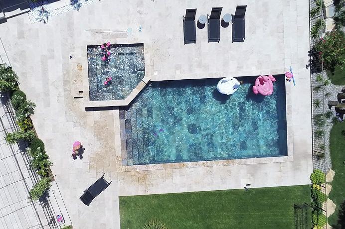vastgoed kopen Provence, Zuid-Frankrijk, grote nieuwe villa met prachtig zwembad en 2 aparte studio's