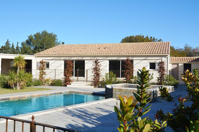 luxury real estate, villa with swimming pool and 2 appartments for sale in Provence, South of France