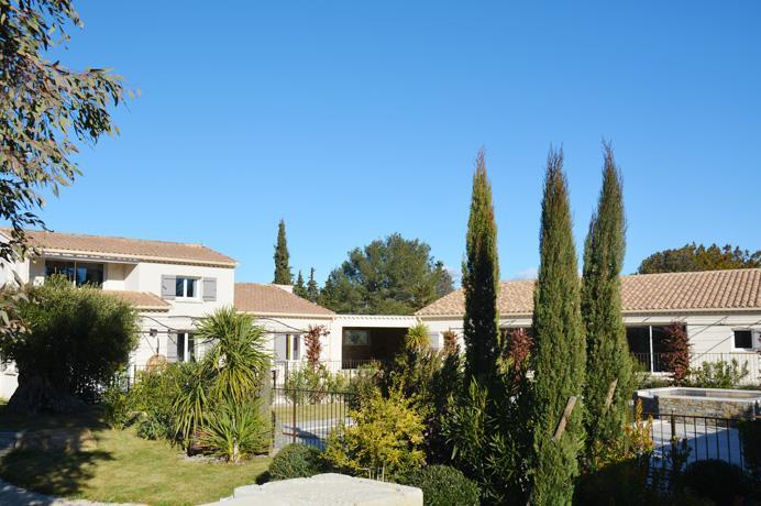 luxe villa kopen in Zuid-Frankrijk met groot zwembad, 2 aparte gîtes en poolhouse