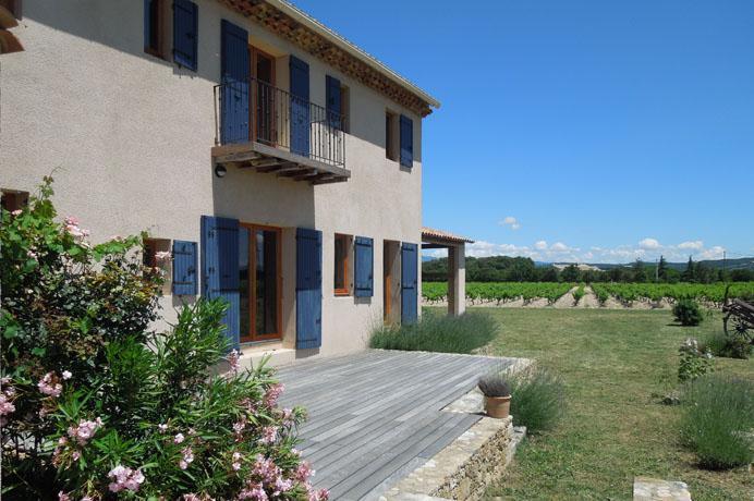 grote mas tussen de wijngaarden te koop in de Provence