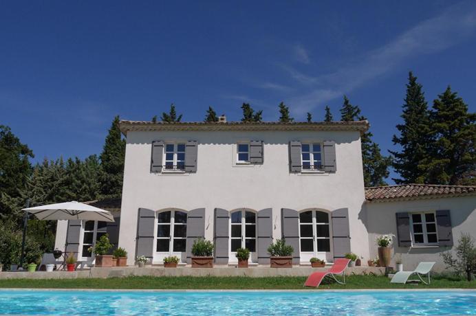 moderne villa met zwembad kopen in de Provence bij een erkend Belgisch makelaar, regio Avignon