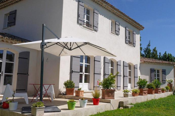 vastgoed kopen in de Provence bij erkend Vlaams makelaar, nieuwbouwvilla met zwembad in Avignon