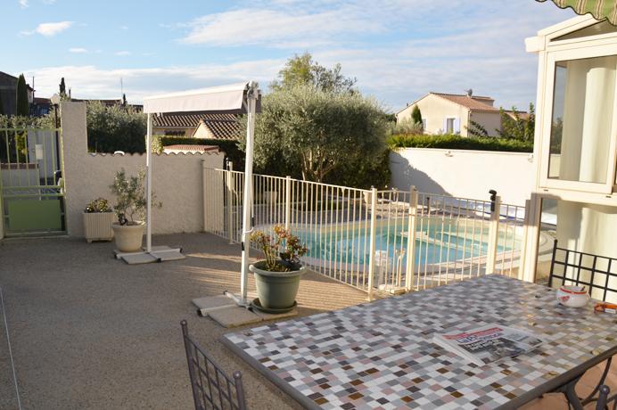 villa kopen in Provençaalse stad met tuin, zwembad, veranda en garage, Carpentras, Provence, Mont Ventoux