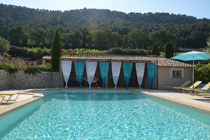 Provençaalse mas kopen tussen de wijngaarden met groot zwembad en poolhouse
