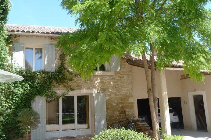 vastgoed kopen in Zuid-Frankrijk via Belgisch makelaarskantoor in Crillon-le-Brave, luxueuze Provençaalse bastide met zwembad
