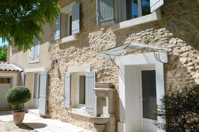 vastgoed kopen en huren in de Provence via erkend kantoor, grote, gerenoveerde bastide met mooie tuin, zwembad en aparte gîte