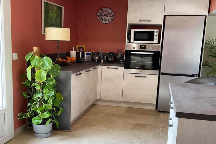 vendre : grand mas provençal avac jardin et piscine et gîte apart