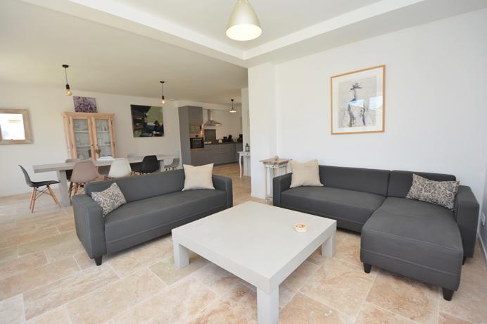 twee nieuwbouwvilla's kopen in Zuid-Frankrijk, Uzès met 8 slaapkamers, 6 badkamers, groot verwarmd zwembad