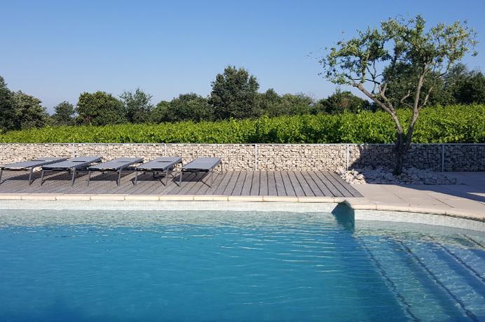 grote villa kopen in Provençaals dorp met groot zwembad tussen de wijngaarden in de Provence, met frontaal zicht op de Mont Ventoux