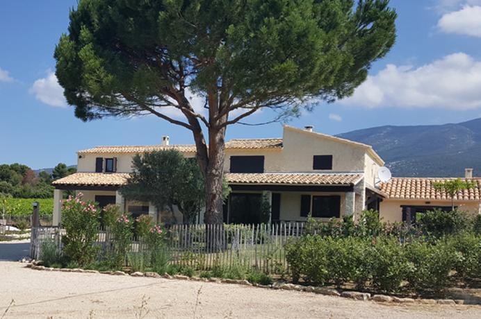 groot huis kopen met zwembad en zicht op de Mont Ventoux  in de Provence voor vakantieverhuur in Zuid-Frankrijk