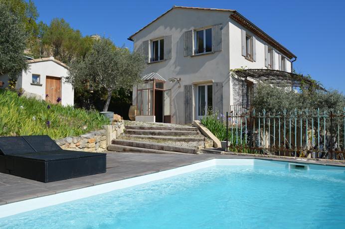 moderne villa kopen in Zuid-Frankrijk met olijfgaard en zwembad, rustig gelegen tussen de heuvels