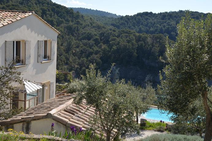 vastgoed kopen en huren in de Provence via erkend Belgisch vastgoedkantoor, villa met zwembad en prachtig uitzicht