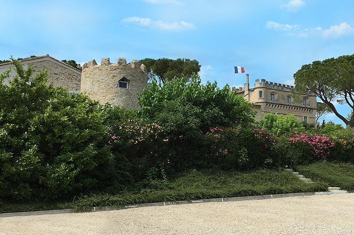 kasteel appartement kopen in Zuid-Frankrijk, Provence met prachtig zwembad via Belgisch Vlaams immokantoor