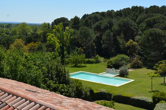 Ventoux Immo Provence, huis kopen op kasteeldomein met groot zwembad en prachtige tuin